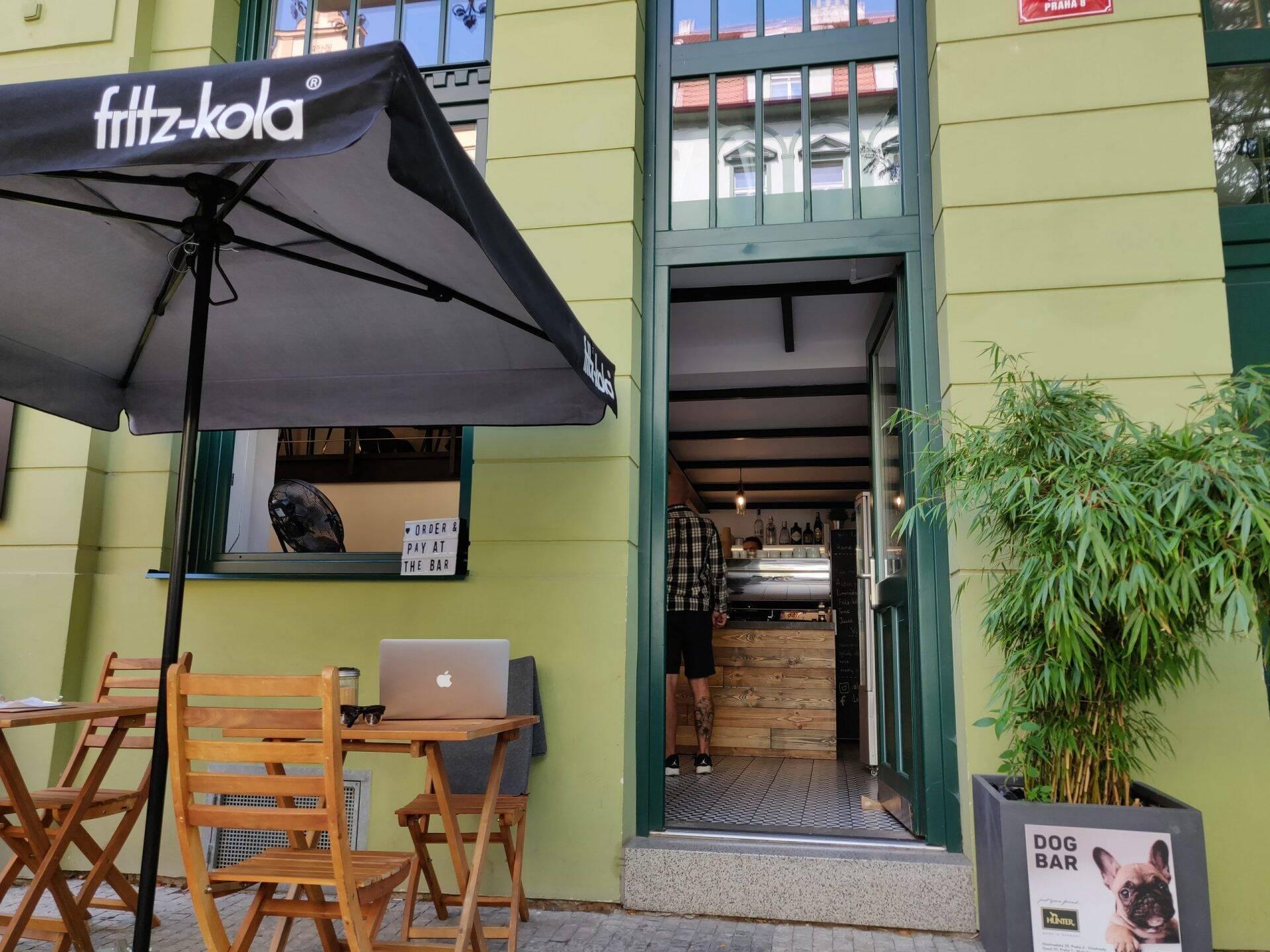 Loft Cafe Karlín in Praag