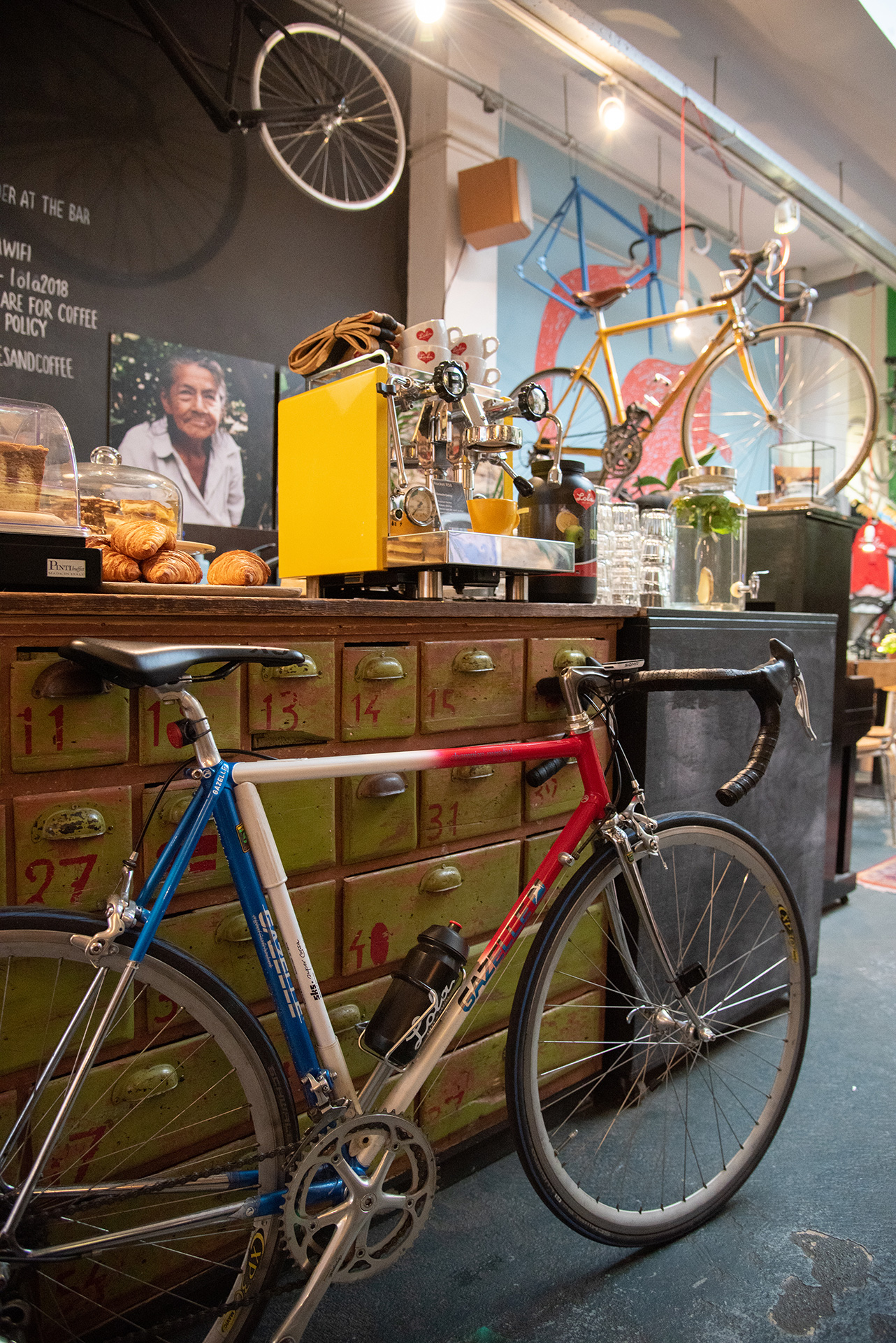 Lola Bikes & Coffee in Den Haag
