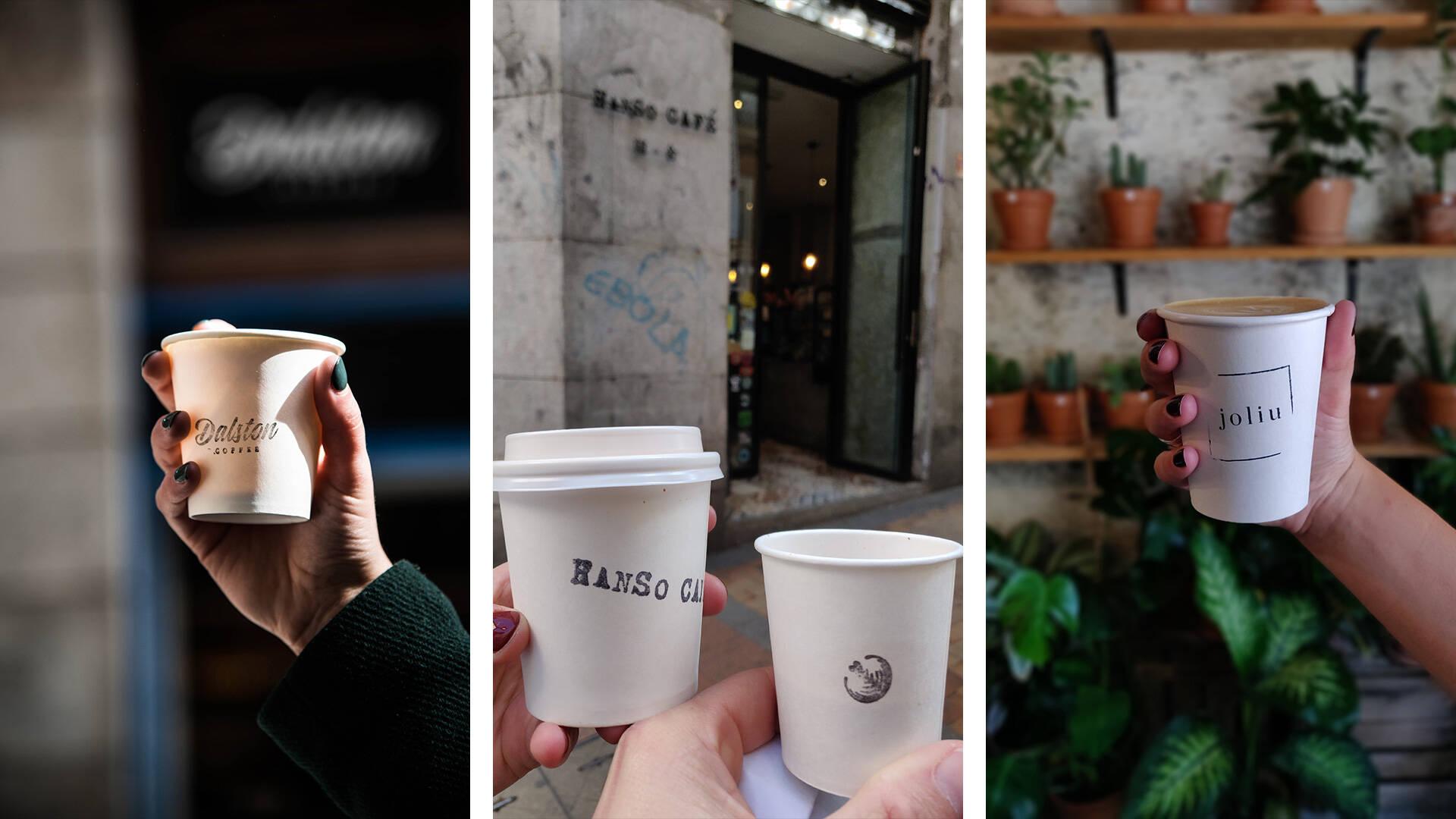 Simpele bedrukte kartonnen koffiebekers